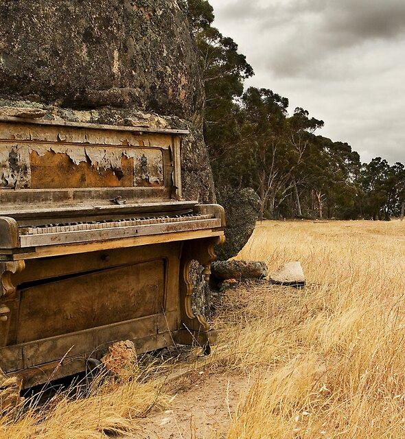 Piano 5 by Roland de Haas
