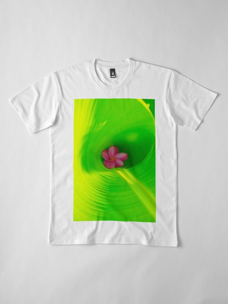 Alternative Ansicht von Plumeria innerhalb des Bananen-Blattes Premium T-Shirt