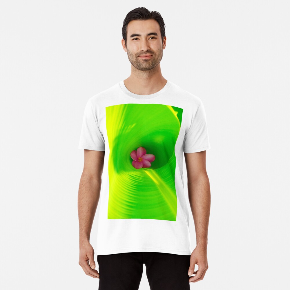 Plumeria innerhalb des Bananen-Blattes Premium T-Shirt