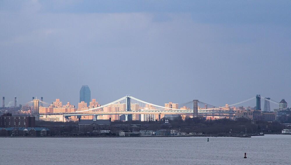 Sun shines on Brooklyn/Manhattan bridges by Martjack3
