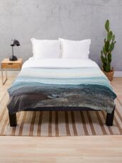 Calm ocean waves Throw Blanket