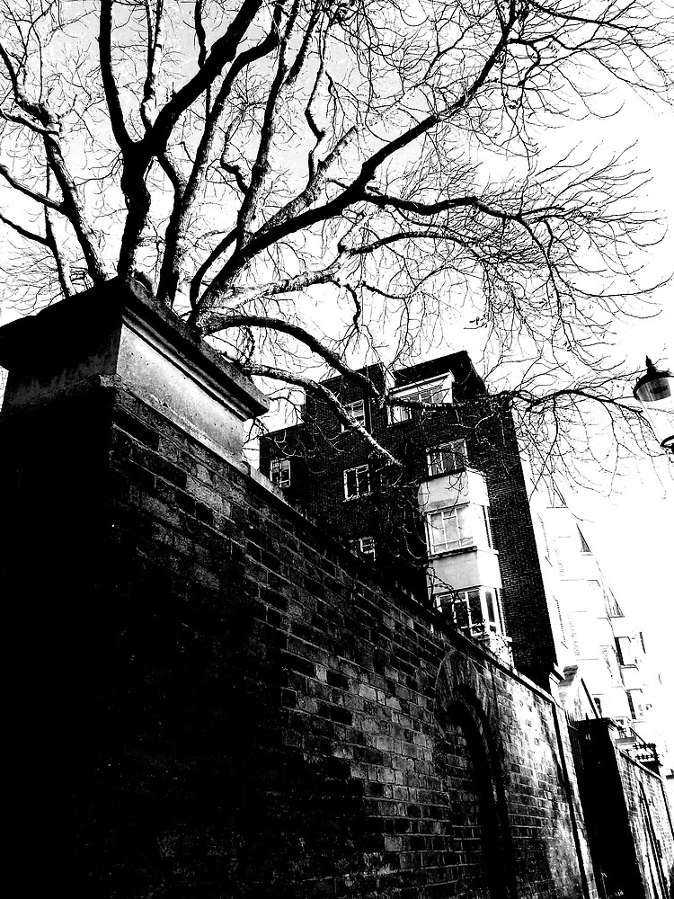 London by Zomblebee