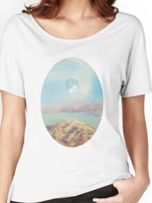 There´s a moon over there Women's Relaxed Fit T-Shirt