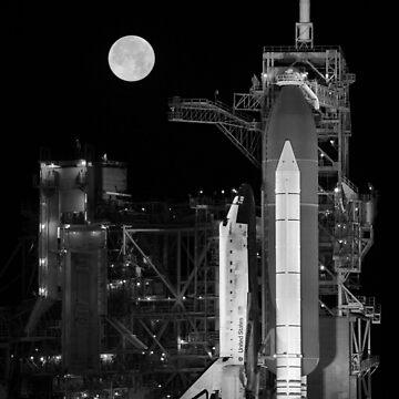 Space Shuttle Discovery en la plataforma de lanzamiento de warishellstore