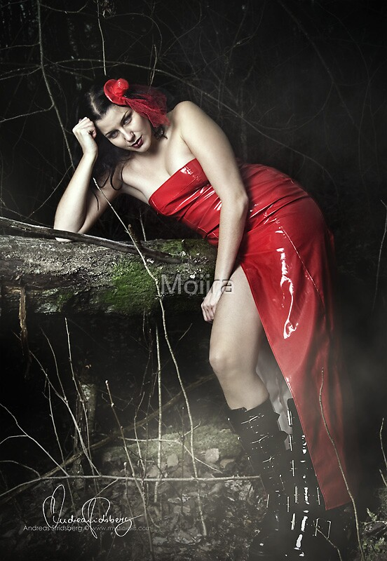Little red riding.. hat? by Moijra