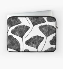 Ginkgo biloba, Lino cut nature inspired leaf pattern Laptop Sleeve
