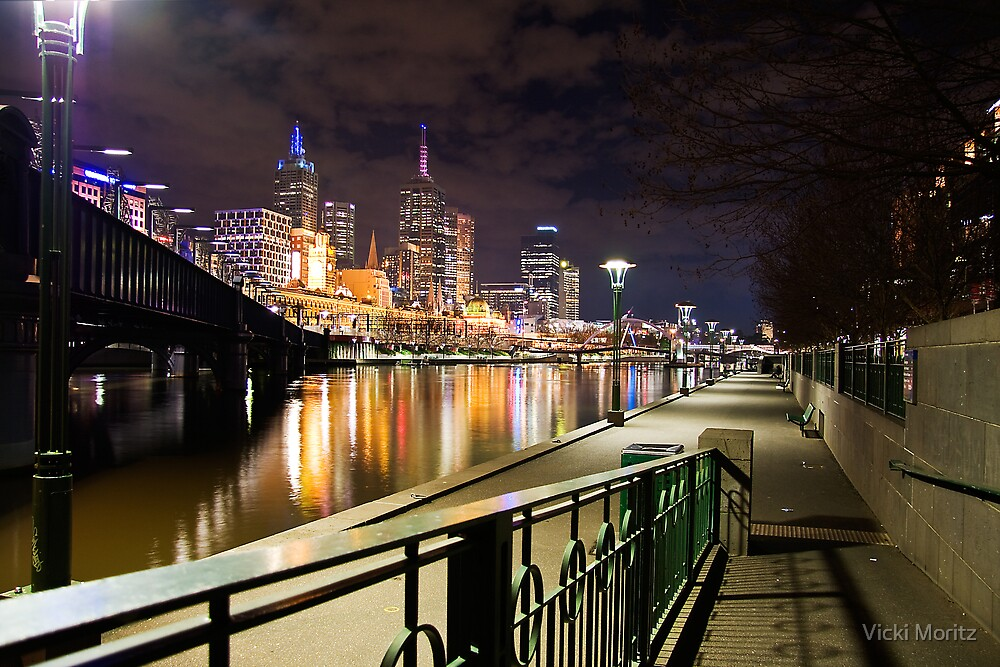 Melbourne by night by Vicki Moritz