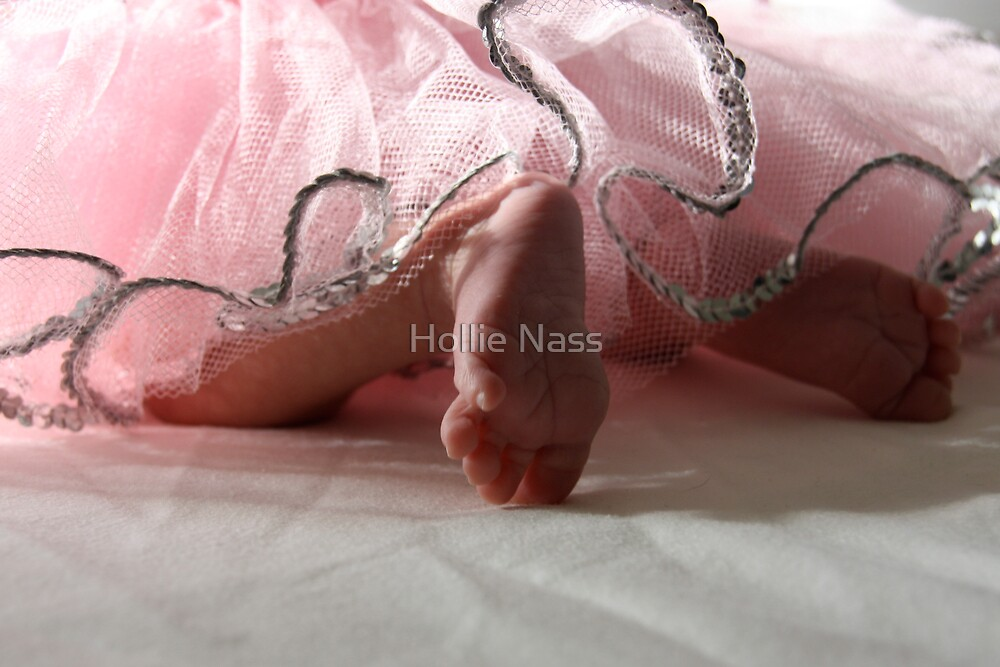 Tiny toes by Hollie Nass