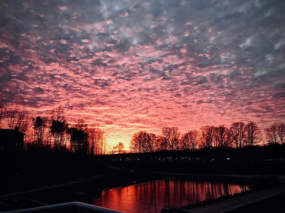 Sunset Reflection :) by derek1023