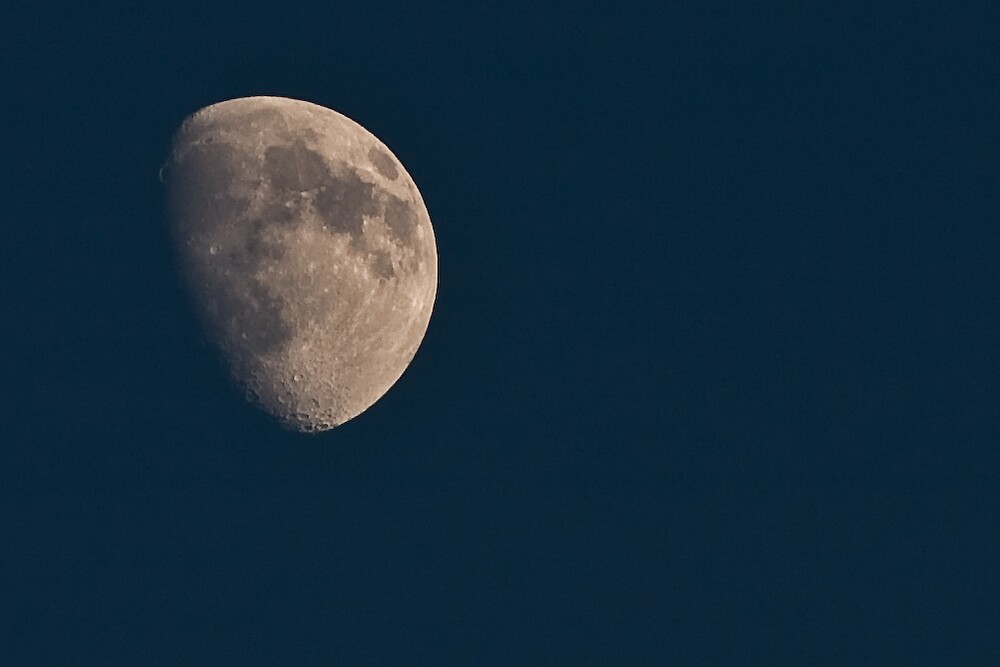 Moon from earth ? ahah by MadHorse