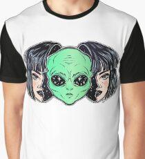 Buntes vibrierendes Porträt eines Ausländers vom Weltraumgesicht in der Verkleidung als menschliches Mädchen. Grafik T-Shirt