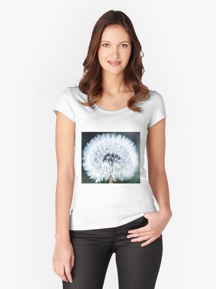 Macro Dandelion Women's Fitted Scoop T-Shirt Front
