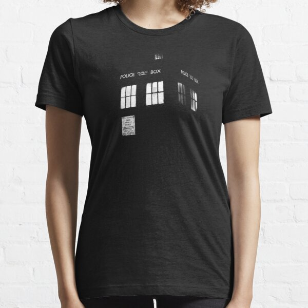 Tardis in the dark Essential T-Shirt