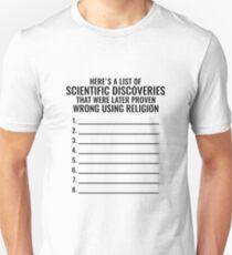 Hier ist eine Liste von wissenschaftlichen Entdeckungen, die später mit Hilfe der Religion als falsch erwiesen wurden! Slim Fit T-Shirt