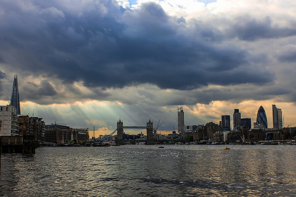 A walk along the Thames by Dave Austin