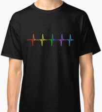 Camiseta clásica Rainbow Pulse Hearbeat LGBT
