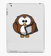 Mr. Techie Owl Holding e-Book  iPad Case/Skin