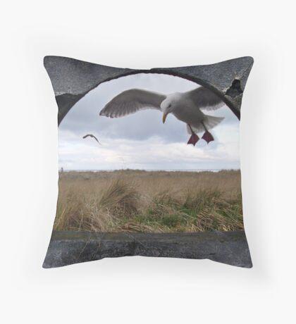 ocean flight Throw Pillow