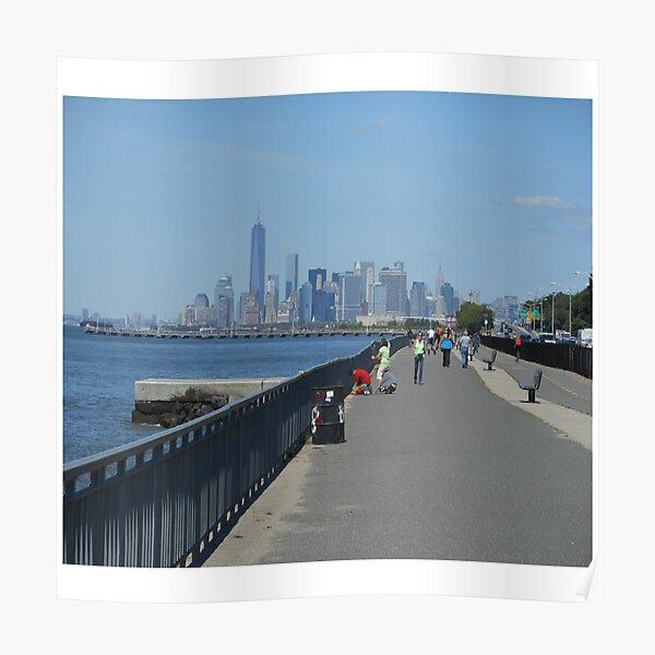 View of the Manhattan from the west coast of Brooklyn Poster