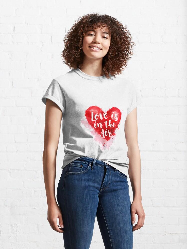 Vista alternativa de Camiseta clásica Love is the Air