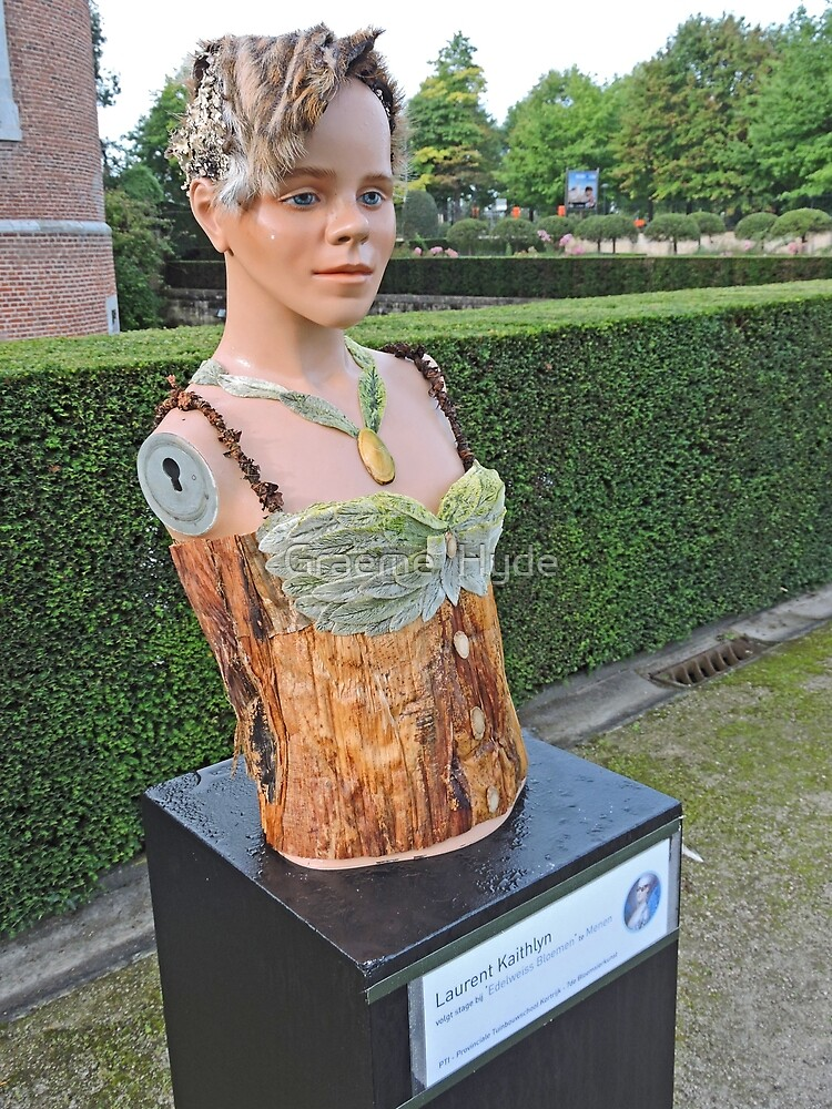 An 'armless lass by Graeme  Hyde