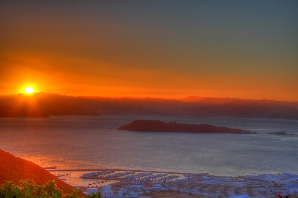 Wellington, a clear sunset by Eben Venter