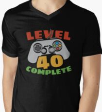 Level 40 Complete Video Gamer Geek 40th Birthday Gift Shirt Men's V-Neck T-Shirt