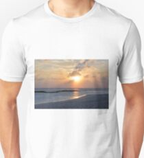Sunset over the water with cloudy sky in Maldives Unisex T-Shirt