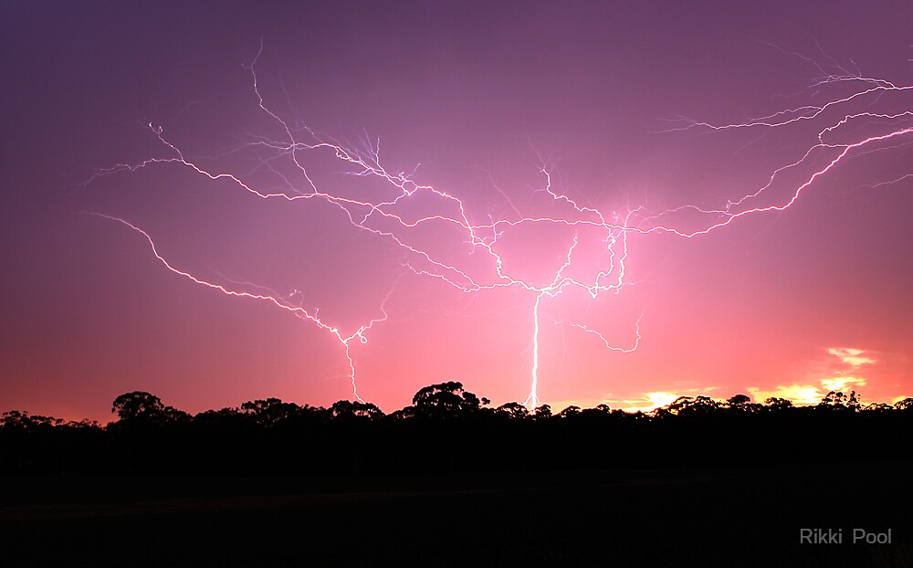 Sunrise Reverse Lightning by Rikki  Pool