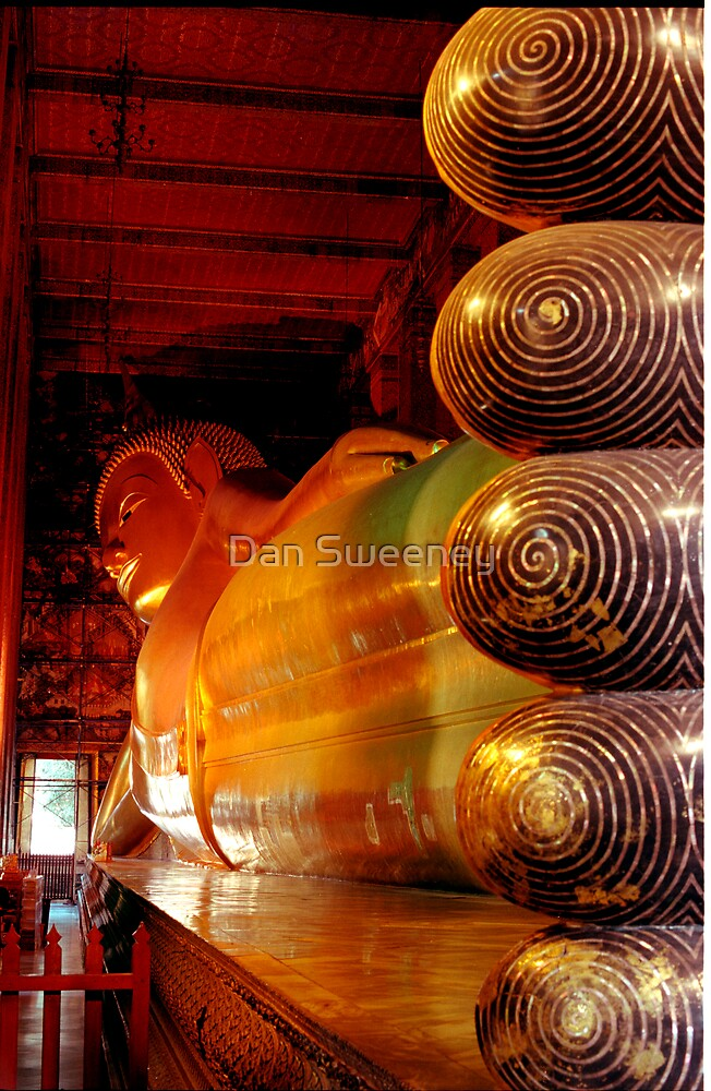 Reclining Budda at Wat Pho by Dan Sweeney