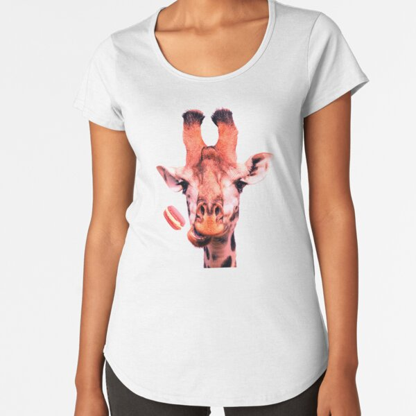 Lovely giraffe with macaron by Alice Monber Premium Scoop T-Shirt