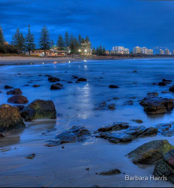 Pre-Dawn at Alexandra Headland. by Barbara Harris