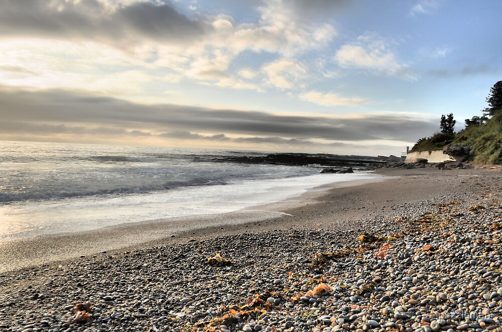 Sunrise at coalcliff beach by puzzleman