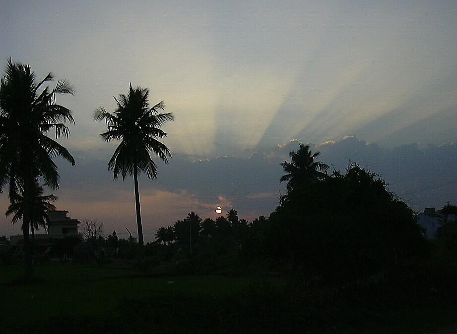 sun rays by pugazhraj