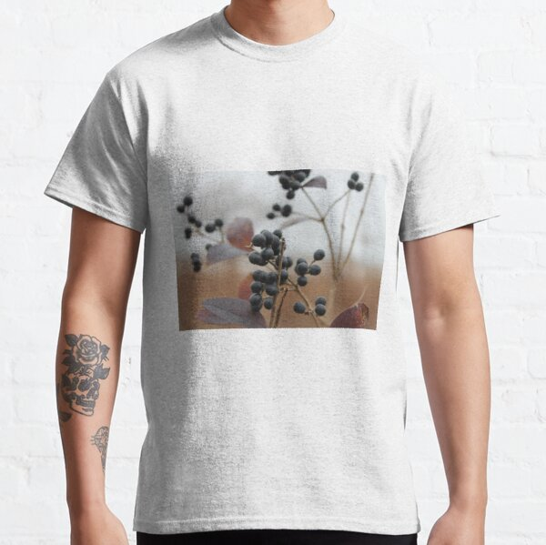 Black wild berry in the autumn park of New York Classic T-Shirt