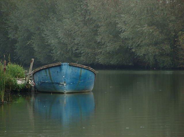 Blue boat by zenfr