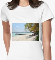 Relaxing beach in the Maldives Women's Fitted T-Shirt