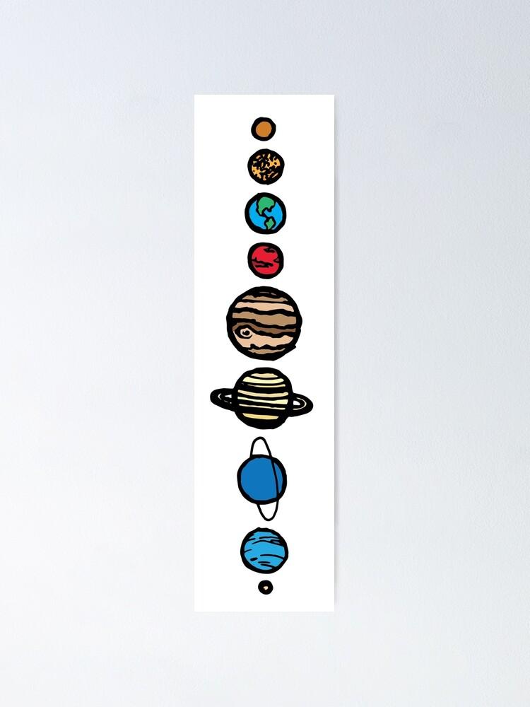 Alternative Ansicht von  Ich habe sie einfach gehalten und trotzdem die Eigenschaften jedes Planeten beibehalten. Ich habe der Schwarz-Weiß-Version digital etwas Farbe als Variation hinzugefügt. (Und natürlich habe ich Pluto in unsere Herzen aufgenommen, er ist immer noch ein P Poster