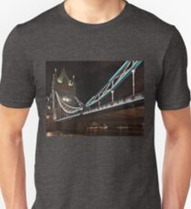 Tower Bridge night view in London Unisex T-Shirt