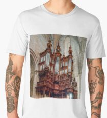 Majestic pipe organ with wooden decoration in the corner of Saint Marie church  Men's Premium T-Shirt