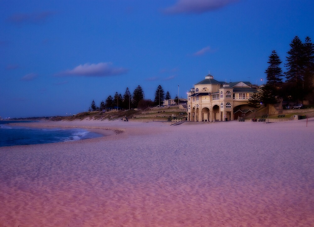 Cottesloe at Dusk by Sue Martin