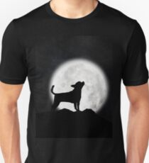 Chihuahua howling at the moon Unisex T-Shirt