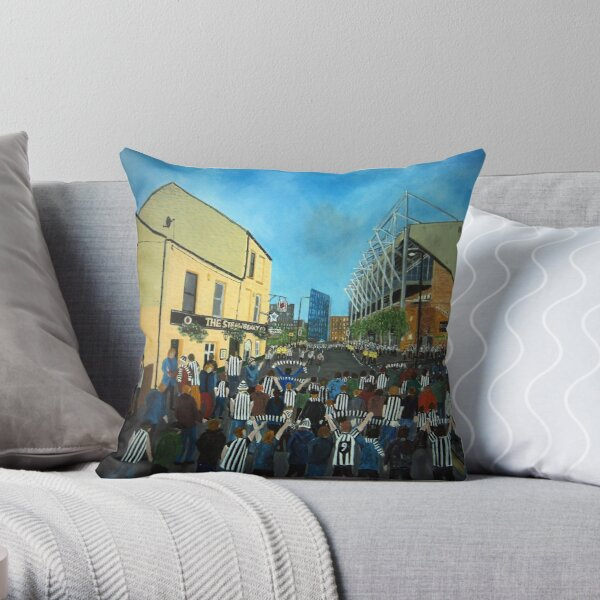 Toon Army, Newcastle United Throw Pillow