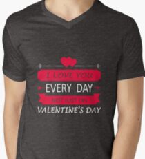 I love you every day quote typography Men's V-Neck T-Shirt