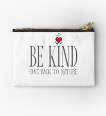 Be Kind - Text - Light Background Studio Pouch