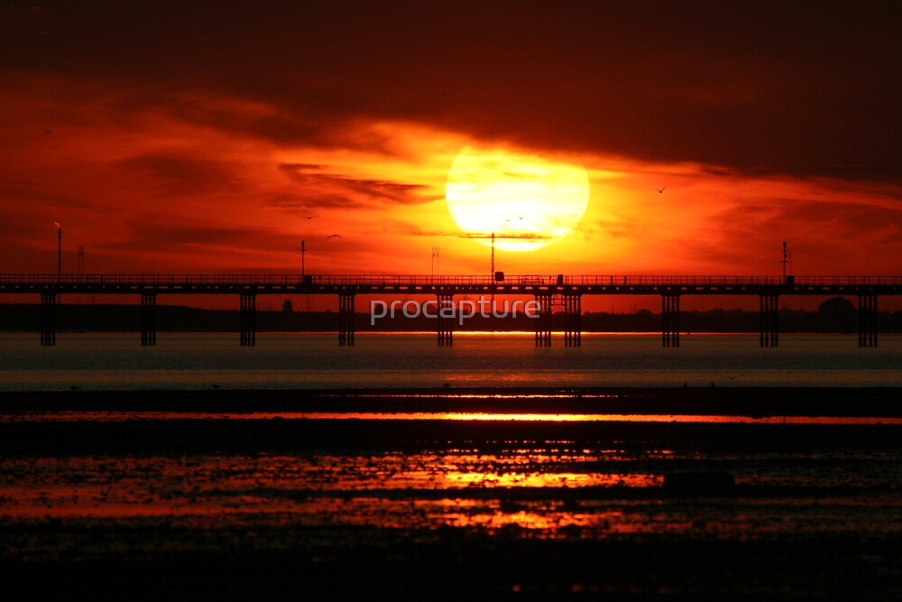 Sunset over Southend Pier by procapture