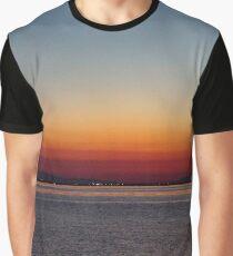 Romantischer Sonnenuntergang Graphic T-Shirt