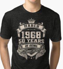 Camiseta de tejido mixto Nacido en marzo de 1968 - 50 años de ser increíble