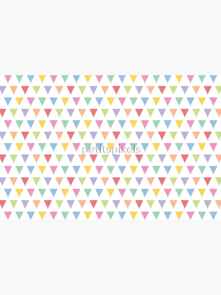 Rainbow of pixelated triangles by petitspixels