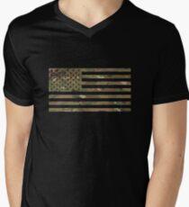 Camiseta de cuello en V Bandera de EE. UU .: camuflaje militar